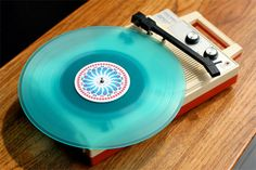 now that's a vinyl player i want to get my hands on! by dan stiles Vinyl Record Player, Record Players, Vinyl Records, Record Art, Estilo Geek, Music Machine, Vinyl Music, Phonograph, Turntable