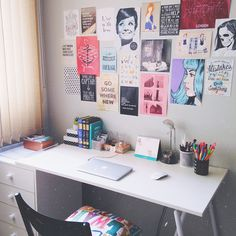 simple desk and awesome art wall Study Room Decor, Cute Room Decor, Bedroom Decor, Room Decor For Teen Girls, Simple Desk, Indie Room, Room Goals, Aesthetic Room Decor, Dream Rooms