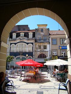 Beautiful buildings, coffee terraces and warm sun - Aveiro - Portugal