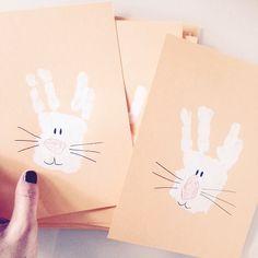 Easter Cards. - frauzuckerstein.de Easter Crafts For Toddlers, St Patricks Day Crafts For Kids, Diy For Kids, Diy Easter Cards, Hoppy Easter, Easter Bunny, Easter Table Decorations, Easter Printables, Art Plastique