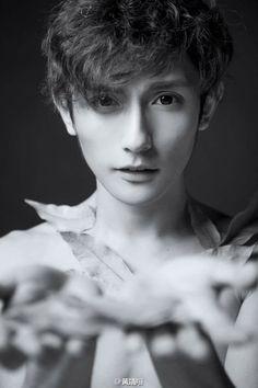 Huang Jing Xiang Beautiful Boys, Pretty Boys, Cute Boys, Beautiful People, Sexy Asian Men, Asian Boys, Shadow Face, Cosplay Boy, Social Media Stars