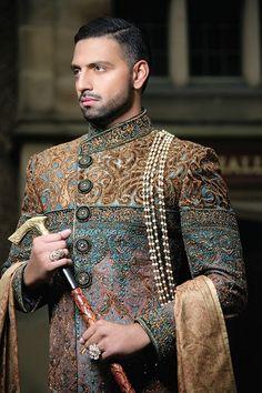 Men Sherwani Achkan For Wedding By Manish Malhotra Mens Sherwani, Sherwani Groom, Wedding Sherwani, Pakistani Wedding Dresses, Indian Wedding Outfits, Indian Outfits, Punjabi Wedding, Indian Weddings, Indian Men Fashion