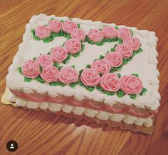 Cupcake Decorating Tips, Cake Decorating Designs, Cake Decorating Techniques, Cake Designs, Buttercream Designs, Buttercream Cake, Slab Cake, Rectangle Cake, Traditional Wedding Cakes