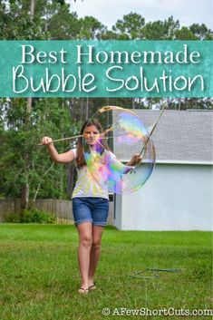 I have to admit we are new converts to homemade bubble solution. I usually buy a big jug of bubbles . Bubble Solution Recipe, Homemade Bubble Solution, Homemade Bubbles, Crafts For Teens To Make, Diy And Crafts, Kids Crafts, Summer Crafts, Easy Crafts, Massage Spa