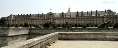 A photo showing the main entrance of Les Invalides, with the former moat that surrounded it. And if you look closely you can see various cannons which sit inside the gardens. More information and details at www.eutouring.com