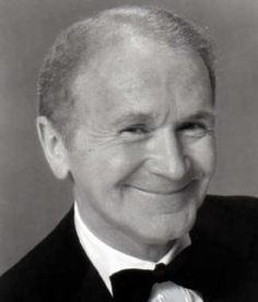 His show business career spanned nearly 70 years. Best known as a feisty stand-up comedian with a rapid-fire delivery, he was also a fine character actor in Hollywood films. Buttons won an Academy Award as Best Suppo Hollywood Actor, Hollywood Stars, Classic Hollywood, Old Hollywood, Hollywood Glamour, Famous Men, Famous Faces, Famous People, Famous Veterans