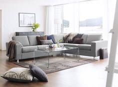 Hjellegjerde 'Davos' sofa i stoff. Sofa med rette linjer.
