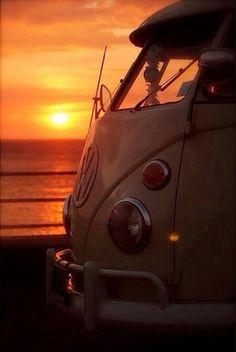 Epic sunset photo with epic volkswagen Volkswagen Bus, Volkswagen Transporter, Vw T1 Camper, Vw Caravan, T1 Bus, Honda Shadow, My Dream Car, Dream Cars, Surf Mar