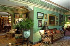 Intérier de la villa près de Sienne en Toscane du célèbre couturier italien Valentino par Renzo Mongiardino.