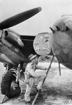 34 Pictures of the Best Warbird of WWII - De Havilland Mosquito De Havilland Mosquito, Ww2 Aircraft, Military Aircraft, Fighter Aircraft, Airplane Fighter, Navy Aircraft, Photo Avion, Ww2 Planes, Fighter Pilot
