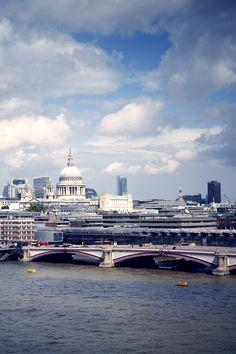 Partly cloudy at Blackfriars Bridge, #London 19°C | 66°F #BurberryWeather