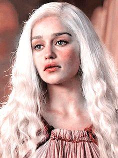 the night was moonless — Daenerys Targaryen Emilia Clarke Daenerys Targaryen, Game Of Throne Daenerys, Daenerys Targaryen Makeup, Daenerys Targaryen Aesthetic, Absolutely Stunning, Beautiful, Got Jon Snow, Emelia Clarke, Game Of Thrones Art