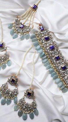 Antique Jewellery Designs, Fancy Jewellery, Stylish Jewelry, Fashion Jewelry, Indian Bridal Jewelry Sets, Silver Jewellery Indian, Bridal Jewellery, Bridal Bangles, Pakistani Jewelry