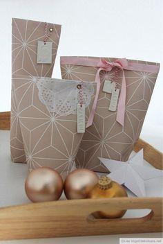 """Ihr kennt bestimmt alle diese Geschenke, die sich einfach unmöglich in Geschenkpapier einschlagen lassen. Kerzen, Flaschen, Tassen, im Prinzip alles, was keine eckige Form hat. Die """"Bonbon-Ve…"""