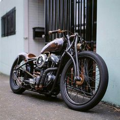 Time machine….incredible details and finishes. carburetorcowboy:  sickest bike ive seen in a while