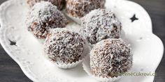 Rumové kuličky patří k základním druhům cukroví, které prostě o Vánocích nesmí chybět. Můžete je připravit z kokosu, piškotů nebo tatranek. Hlavně se nesmí zapomínat na nejdůležitější složku - rum.