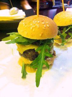 Mini #hamburguesa de rabo de #toro y crema de #setas. Ficha de la #receta en www.ibepan.es