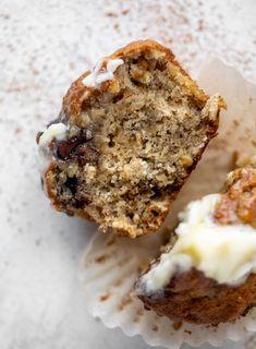 Banana Oatmeal Muffins, Chocolate Chip Muffins, Chocolate Chip Oatmeal, Chocolate Chips, Healthy Banana Muffins, Mini Desserts, Pumpkin Muffin Recipes, Homemade Muffins, Cookie Cups