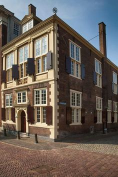 Leiden Unique Architecture, Leiden, Mansions, House Styles, Home Decor, Luxury Houses, Interior Design, Home Interior Design, Palaces