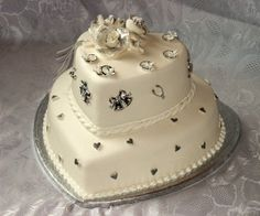 White-and-silver-wedding-cake-with-roses-decoration-picture