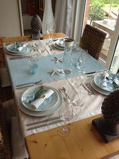 """Ich liebe im Sommer die Farbe """"bleu"""" in der Wohnung und auf dem Tisch!"""