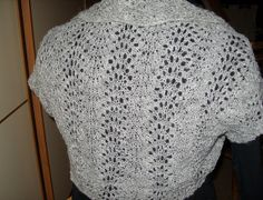 Feather and fan shrug by Sólveig Sigurðardóttir  http://www.ravelry.com/patterns/library/feather-and-fan-shrug  Free Pattern:  http://laceandwool.blogspot.sg/2009/05/feather-and-fan-shrug.html