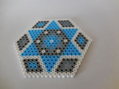 2 Coasters Hama Beads Blue Grey Space door TCAshop op Etsy https://www.etsy.com/nl/listing/228907719/2-coasters-hama-beads-blue-grey-space