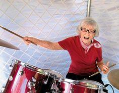 2012 r. Viola Smith podczas obchodów swoich setnych urodzin i 88. rocznicy gry na bębnach