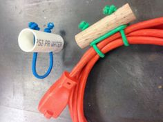 DIY cord and hose storage~How to build a DIY cord and hose storage Just drill two holes in a piece of PVC or dowel rod. Insert a section of bungee cord and tie it off. You've got a great way to keep your extension cords and hoses organized. Used Woodworking Tools, Beginner Woodworking Projects, Woodworking Hacks, Woodworking Bench, Youtube Woodworking, Shed Organization, Organizing, Diy Garage Storage, Garden Hose Storage