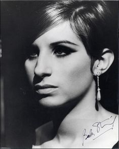 Barbara Streisand - beautiful voice and held her own standard for beauty (not bowing down to pressure to alter her looks) Robert Redford, Beautiful Voice, Beautiful People, Beautiful Person, Amazing People, Simply Beautiful, Classic Hollywood, Old Hollywood, Barbara Streisand