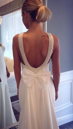 Backless wedding dress with bow.
