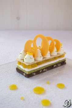 Exotic Dessert with Tropical Fruits Fancy Desserts, Köstliche Desserts, Plated Desserts, Delicious Desserts, Dessert Recipes, Decoration Patisserie, Food Decoration, Chocolate And Vanilla Cake, Chocolate Desserts