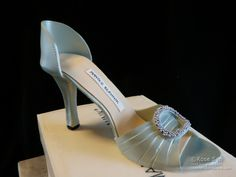 (Update July 17/2013: Sugar Delites now sells a high heel shoe kit, which includes a heel mold, cutter, drying form/ramp, etc. Click here and scroll down for an excellent gumpaste shoe tutorial by ...