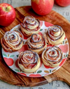Roses de pommes - The Best Dessert Recipes Desserts For A Crowd, Desserts To Make, Mini Desserts, Christmas Desserts, Chocolate Desserts, Snack Recipes, Dessert Recipes, Dessert Dips, Apple Roses