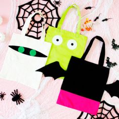 These DIY Trick-Or-Treat Halloween Bags are perfect for your Hotel Transylvania fans! Using the FREE templates, you can make your own favorite character tote bags. Halloween Trick Or Treat, Halloween Treats, Halloween Diy, Halloween Decorations, Halloween Design, Halloween 2019, Halloween Sewing Projects, Sewing Crafts, Halloween Taschen