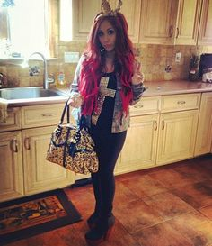 just pointing out - i fxckng love snooki's hair & shoes ALWAYS.