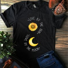 3d T Shirts, Vinyl Shirts, Cute Shirts, Printed Shirts, Sunflower Shirt, T Shirt Painting, Summer Outfits, Cute Outfits, Painted Clothes