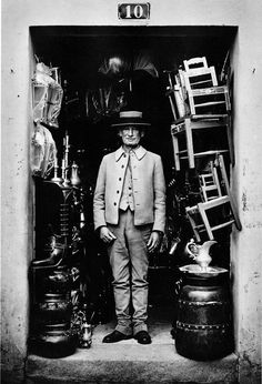 SHOPKEEPER: EVORA, PORTUGAL | NEAL SLAVIN PHOTOGRAPHY