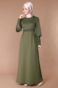 Kol içi detaylı elbise