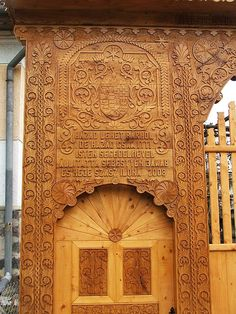 Székelyfancsal, ERdély csedoattila.blogspot.hu Portal, Wooden Gates, Sanya, Door Furniture, Natural Scenery, Flower Of Life, Budapest Hungary, Sacred Geometry, Wood Carving