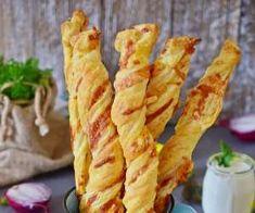 Serowo-francuskie paluchy z szynką - PrzyslijPrzepis.pl Snack Recipes, Snacks, Cauliflower, Chips, Pizza, Vegetables, Food, Snack Mix Recipes, Appetizer Recipes
