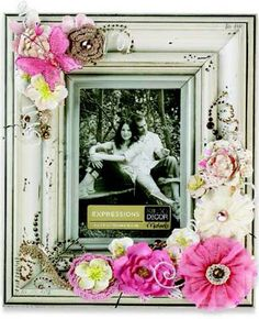 Cute picture frame craft idea for little girls room, a good inspiration for other rooms and decor. I don't like the cluttered flower idea or the colors I can improvise.