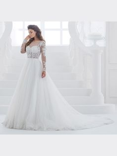 Traumhaftes Brautkleid mit Spitzenapplikationen auf Oberteil, langen Ärmeln und Tattoo-Spitze. Wedding Dresses, Fashion, Long Sleeve, Gown Wedding, Bridal Gown, Curve Dresses, Bride Dresses, Moda, Bridal Gowns