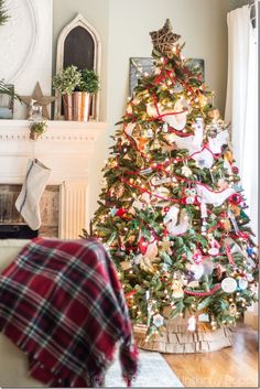 Christmas Home Tour: Great Christmas Decorating Ideas by Unskinny Boppy