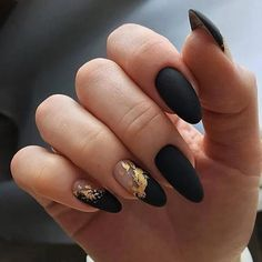 10 Glam Matte Nails Ideas With Black Nail Art Designs to Copy In 2020 - Femeline Cute Acrylic Nails, Matte Nails, Fun Nails, Glitter Nails, Black Manicure, Dark Nails, Black Nail Art, Black Gold Nails, Gold Nail Art