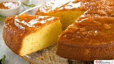 Il Pan d'arancio è un dolce della tradizione siciliana caratterizzato da un intenso sapore agrumato, dato dall'utilizzo dell'arancia, buccia compresa. Una preparazione semplicissima per la quale avrete bisogno solo di un mixer e di una boule: infatti l'arancia viene tritata con olio e latte, il composto ottenuto viene u