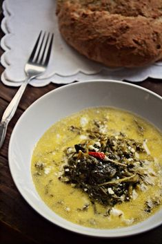 Αν σου αρέσουν τα εύκολα και λίγο διαφορετικά, τα ραδίκια με γιαούρτι και φέτα δοκίμασέ τα σε κάθε ευκαιρία που βρεις χόρτα εποχής! Feta, Risotto, Ethnic Recipes