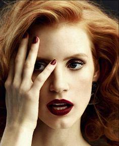 jessica chastain Love the dark lipstick! Jessica Chastain, Beauty Makeup, Hair Makeup, Hair Beauty, Pretty People, Beautiful People, Coiffure Hair, Actress Jessica, Dark Lipstick
