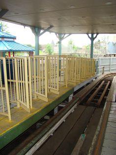 Geauga Lake Amusement Park, Amusement Park Rides, Abandoned Amusement Parks, Abandoned Ohio, Abandoned Places, Derelict Places, Cleveland Rocks, Big Dipper, Roller Coasters
