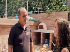 Alfarería Duero participó en la instalación de un horno de leña en el jardín para un proyecto de la paisajista Monique Briones.